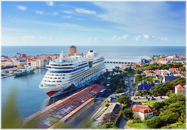 AIDAdiva @ Curação (Photo courtesy AIDA Cruises)