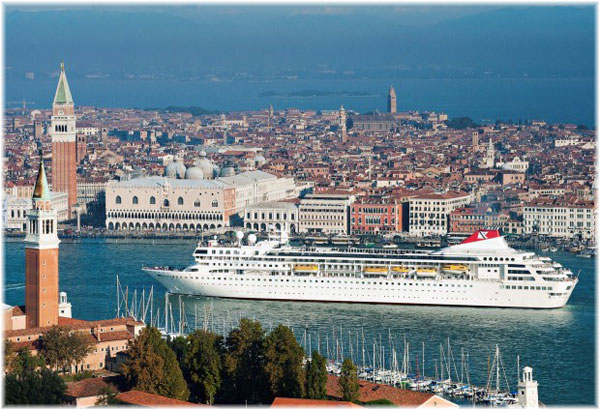 Fred. Olsen Cruise Lines' Braemar in Venice (Click to enlarge)