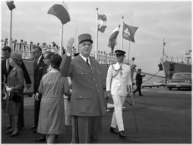 De Gaulle arrives Quebec in cruiser Colbert 1967