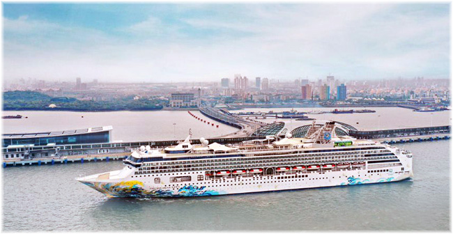 Dream Cruises - Explorer Dream in Shanghai Wusongkou International Cruise Terminal (April 2019)