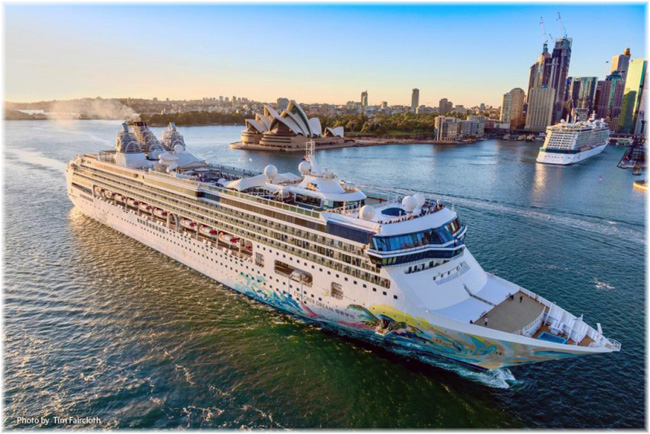 Explorer Dream in Sydney (October 2019, Photo credit Tim Faircloth - Dream Cruises)
