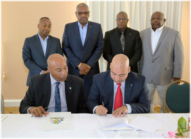 Charles Albury, permanent secretary, Ministry of Tourism, Government of the Bahamas and Oniel Khosa, CEO of Bahamas Paradise Cruises, sign three year agreement (Click to enlarge)