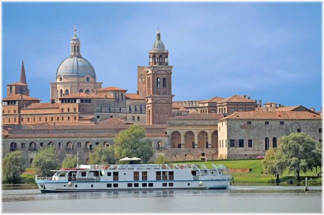 La Bella Vita sailing outside Mantua