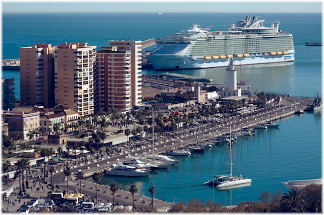 The port of Malaga with Symphony of the Seas (Courtesy MedCruise)