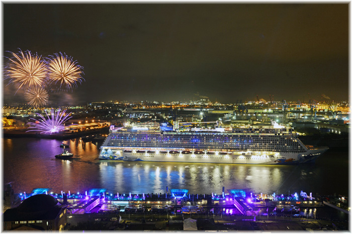Hamburg said farewell to the Norwegian Escape (Photo: André Lenthe/Norwegian Cruise Line)
