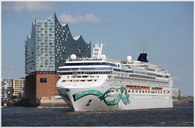 The Norwegian Jade at Hamburg (Photo credit NCL / André Lenthe