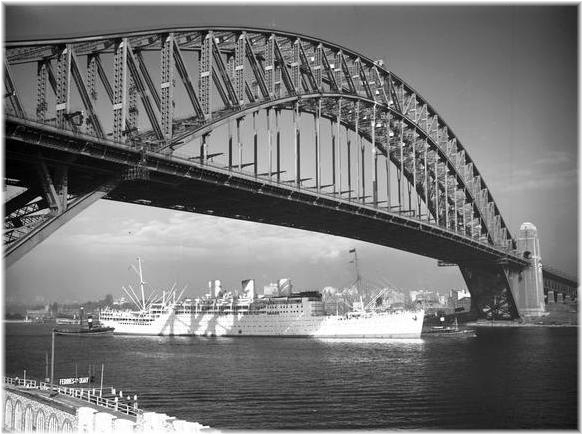 P&O'S Strathaird arriving in Sydney. She undertook her first Australian cruise in December 1932