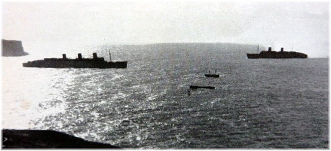 Queen Mary (l) and Queen Elizabeth (r) meet off Sydney Heads in 1941