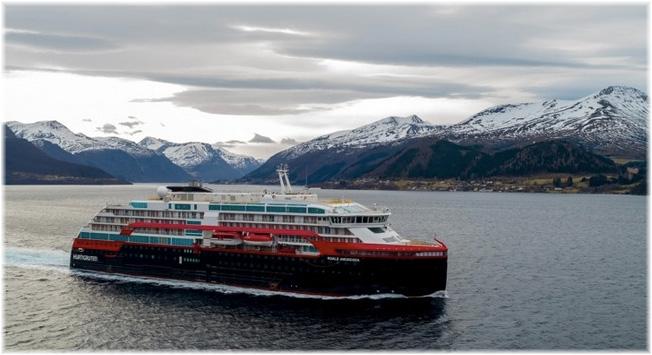 Roald Amundsen - Hurtigruten (Photo: Tor Erik Kvalsvik / Kleven / Hurtigruten)