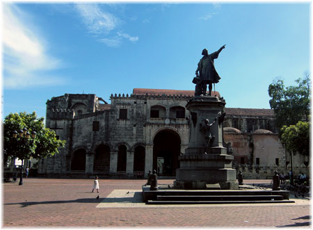 Santo Domingo - Plaza Colon (Courtesy Stefano Fermi)