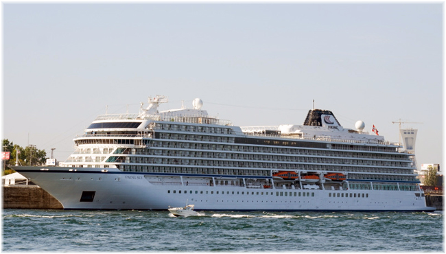 Viking Sky at Montreal Terminal T3 (Courtesy D. Dubinsky) (Click to enlarge)