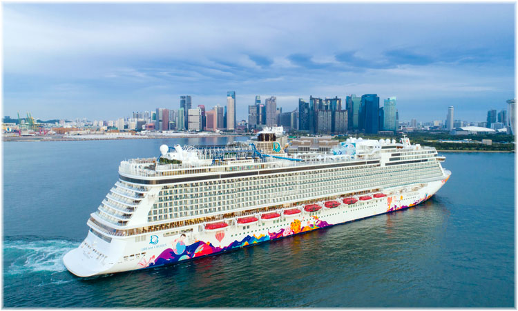 The World Dream arriving at Singapore (Courtesy Genting Cruise Lines, October 2020)