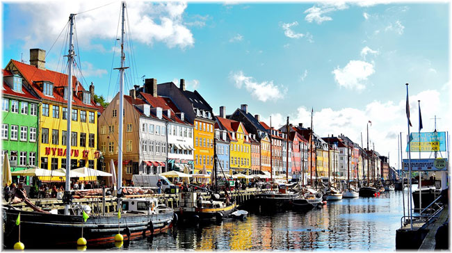 Nyhavn District in Copenhagen (Photo credit skeeze at pixabay.com)